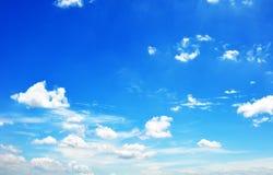 Blå himmel med molncloseupen Royaltyfria Foton