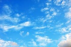 Blå himmel med molncloseupen Royaltyfri Fotografi