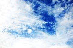Blå himmel med molncloseupen Fotografering för Bildbyråer