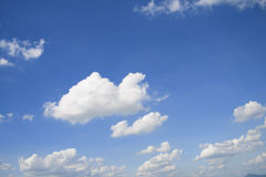 Blå himmel med molnet Royaltyfria Bilder