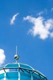 Blå himmel med taket Arkivbilder