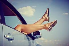 Blå himmel och bil Fotografering för Bildbyråer