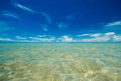 Blå himmel och hav Arkivbilder
