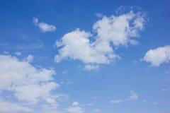 Blå himmel och moln Fotografering för Bildbyråer