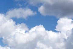 Blå himmel och moln himmel, himmelbakgrund med mycket små moln royaltyfri fotografi