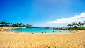 Blå himmel och och vit sand på Ko Olina lagun 3 som namnges Nai-` en lagun fotografering för bildbyråer