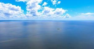 Blå himmel ovanför den mobila fjärden, Alabama Royaltyfri Foto