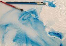 Blå hjärta i vatten Arkivfoto