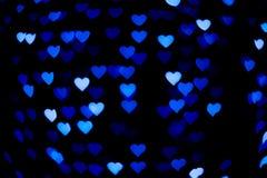 Blå hjärtabokeh i mörkret Royaltyfria Bilder