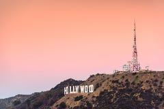 blå hollywood teckensky royaltyfria bilder
