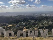 blå hollywood teckensky arkivbild