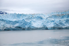 Blå is i glaciärfjärd Royaltyfria Foton