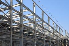blå industriell over sky för konstruktionsramhus Royaltyfria Bilder