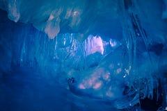 Blå isgrotta i Antarktis Royaltyfri Foto