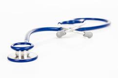 blå isolerad stetoskopwhite Royaltyfria Bilder