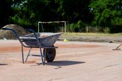 Blå järnvagn mycket av sand Fotografering för Bildbyråer