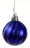 blå jul som hänger prydnaden Arkivfoton