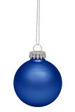 Blå julbauble som isoleras på white Fotografering för Bildbyråer