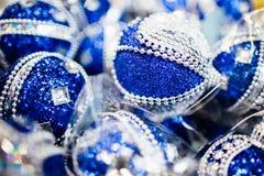blå julprydnad Fotografering för Bildbyråer