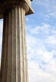 blå kolonnsky för bakgrund Arkivfoto