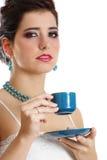 blå koppholdingkvinna arkivfoto