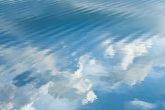 blå krusningssky Arkivbild