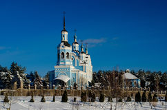 blå kyrka i av Ukraina Arkivfoto