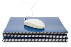 blå lärobok för datormusskola Royaltyfria Bilder
