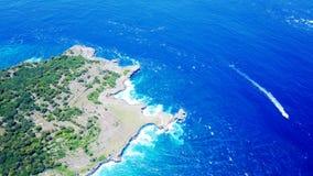 Blå lagun på ön av Penida i Indonesien royaltyfria foton
