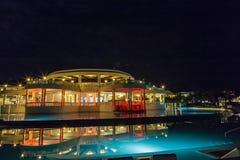 Blå lagun på storslagen Palladium Jamaica för natt arkivfoto