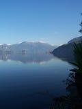 blå lake royaltyfri foto