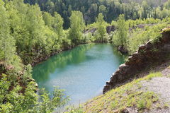 Blå liten sjö Arkivbild