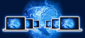 Blå livlig bild av jordklotet och någon bärbar dator med skärmen stock illustrationer