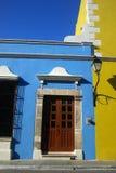 blå ljus byggnad arkivfoto