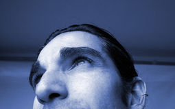 blå manstående fotografering för bildbyråer
