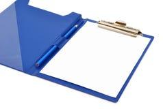 Blå mapp med det vita arket och blyertspennan på den Royaltyfri Fotografi