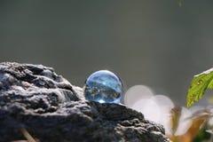 Blå marmor på en vagga Arkivbilder