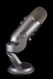 Blå mikrofon för snömanPodcastkondensator Royaltyfri Foto