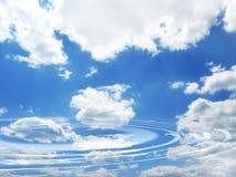 blå molnig reflexionssky Royaltyfri Bild