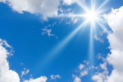 blå molnig sky Arkivbild