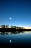 blå moon över sloughwhite Royaltyfri Fotografi