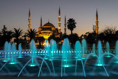 Blå moské i natten Fotografering för Bildbyråer