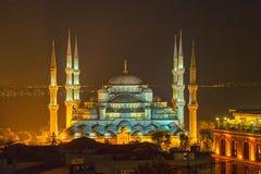 Blå moské Istanbul vid natt royaltyfri foto