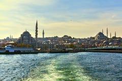 Blå mosquee från havet av bosforhusen Arkivbild
