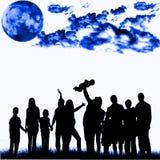 Blå nattfolkmassa
