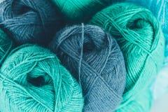 Blå och grön boll för handarbetegarn Royaltyfri Fotografi