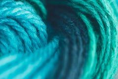 Blå och grön boll för handarbetegarn Arkivfoto