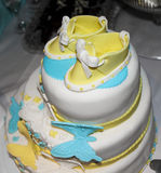 Blå och gul kaka royaltyfri fotografi