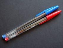 Blå och röd BIC-penna Fotografering för Bildbyråer
