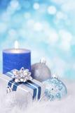 Blå och silverjulplats med struntsaker Royaltyfri Fotografi